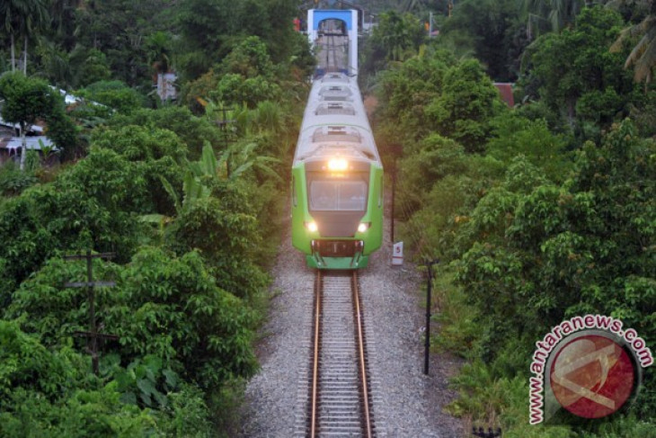indonesia offers to transfer train technology to senegal