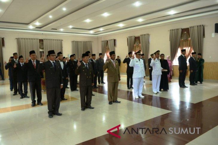 Bupati lantik sejumlah pejabat administrator dan pengawas