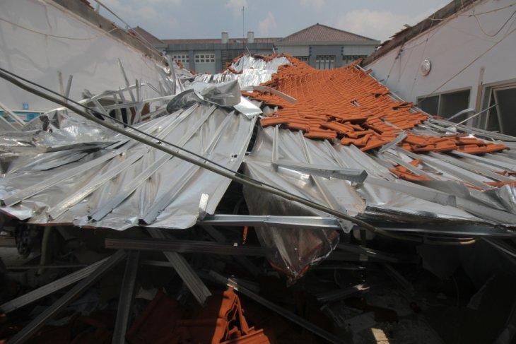 RSAL Surabaya minta kontraktor tanggung jawab atas ambruknya atap