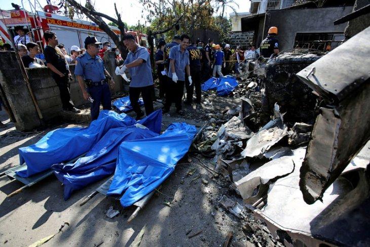 Pesawat kecil jatuh di dekat Manila, 10 orang tewas