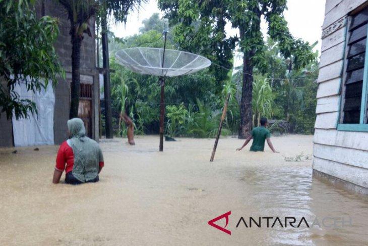 Desa di Aceh Selatan direndam banjir dua meter