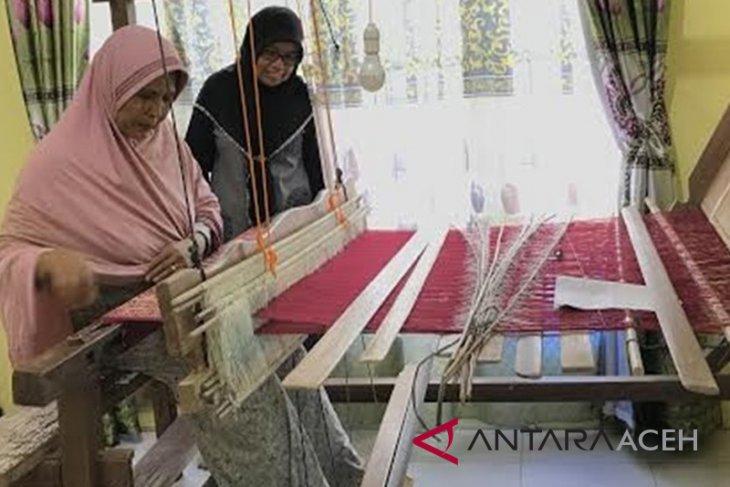Pengrajin kain songket Gampong Siem terkendala dana