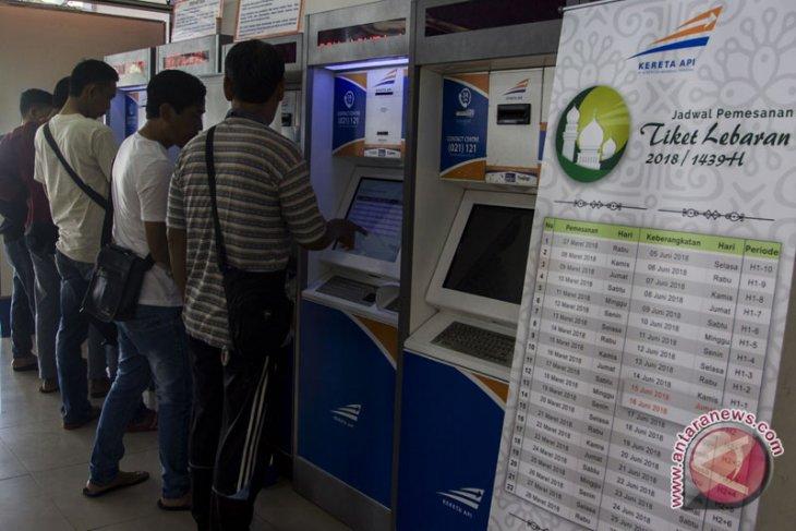 Tiket kereta api H-3 Lebaran dari Gambir dan Senen ludes