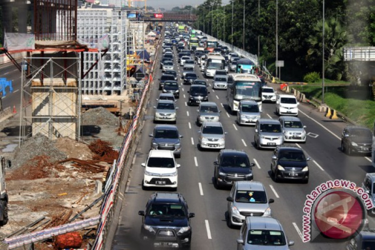 KM32 Tol Jakarta-Cikampek sebagian ditutup untuk perbaikan jalan