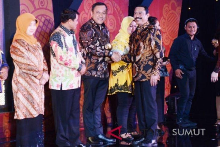 Bupati Remigo kembali raih penghargaan Sindo Government Award