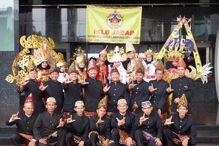 Ikatan Keluarga Lampung Bandung Ikuti Karnaval Budaya Asia Afrika Ke-63