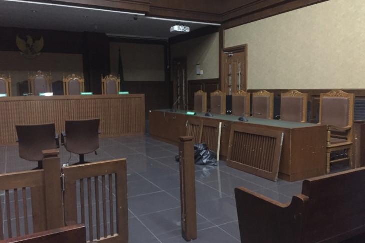 Pembatas ruang sidang jebol usai vonis Setya Novanto