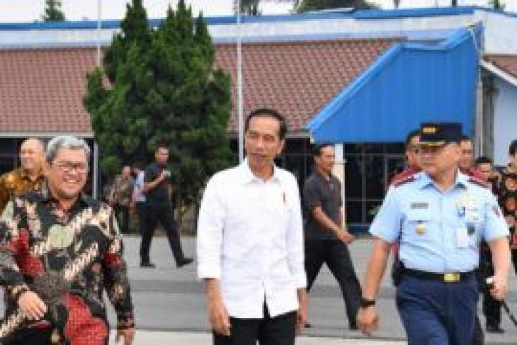 Presiden naik Super Puma ke Majalengka tinjau bandara