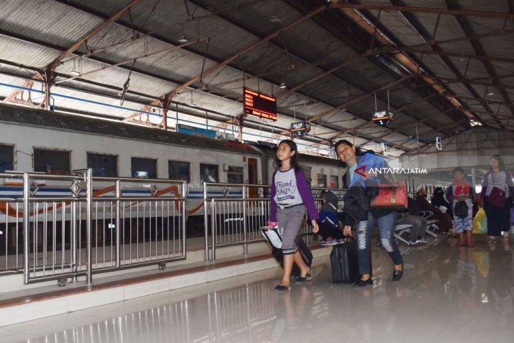 Jumlah penumpang KA libur Natal dan tahun baru diprediksi naik 8,7 persen