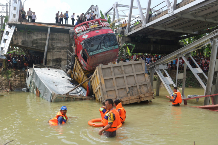 BBPJN segera selidiki penyebab ambrolnya jembatan di Tuban