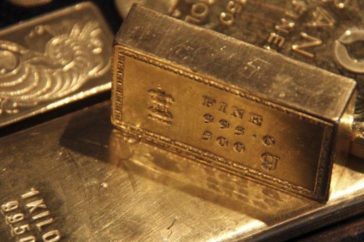 Harga emas naik lebih dari satu persen karena pembelian
