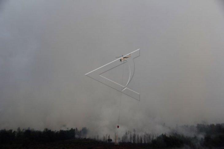 Pemadaman kebakaran hutan di Dumai