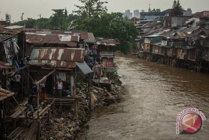 Program naturalisasi sungai Ciliwung