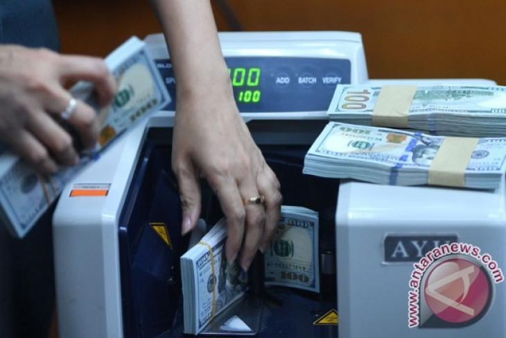 Ekonom Bank Mandiri memprediksi pelemahan rupiah tak akan sampai Rp15.000