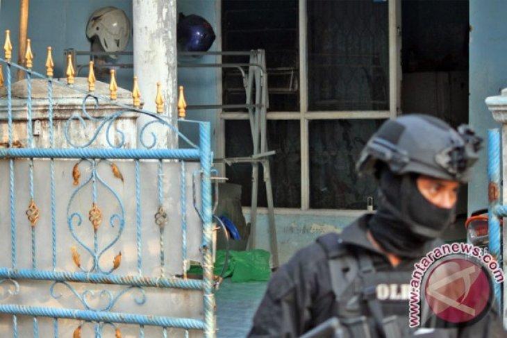 Polisi dan TNI di Bekasi intensifkan patroli bersama