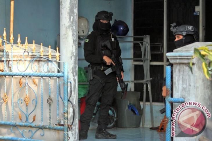 Densus 88 amankan seorang warga diduga teroris di Jombang
