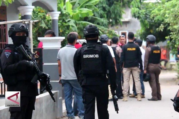 Densus 88 tangkap 2 terduga teroris di Cirebon