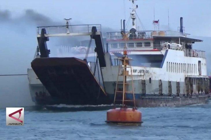 Kapal Motor Penumpang terbakar di Selat Bali
