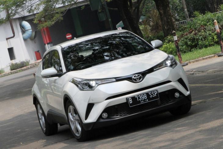 Toyota C-HR hybrid segera meluncur