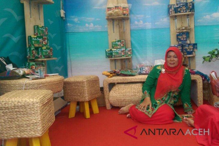 Aceh Barat ekspor aksesoris econg gondok