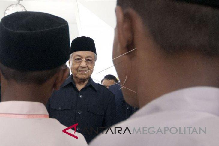 Mahathir menerima pengunduran diri pejabat khazanah