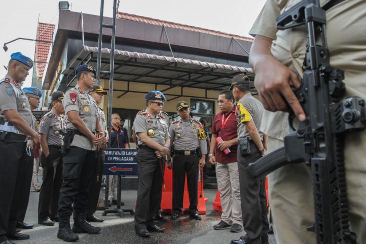 Polri naikkan pangkat polisi yang melumpuhkan penyerang Polda Riau