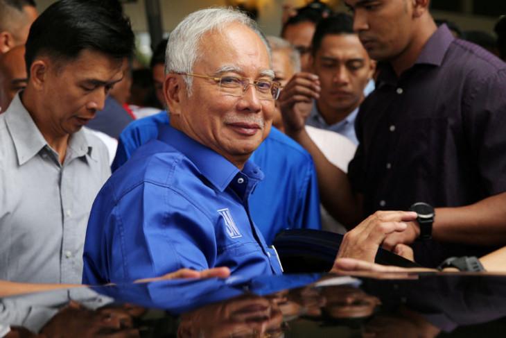 Dari malam sampai pagi Malaysia geledah rumah Najib Razak