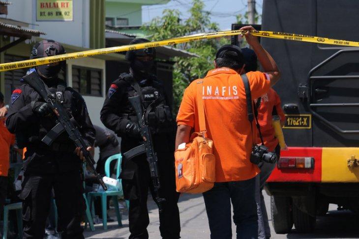 Tiga tersangka teroris Probolinggo diduga terlibat bom Surabaya-Sidoarjo
