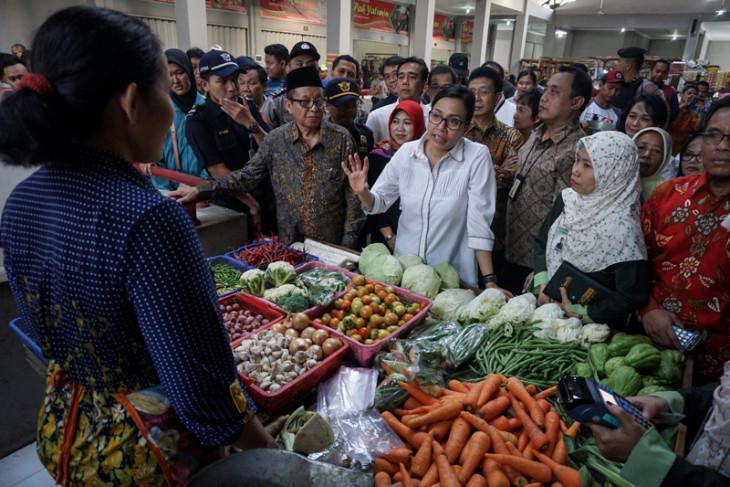 Menkeu Kunjungi Pasar Tradisional Telukan