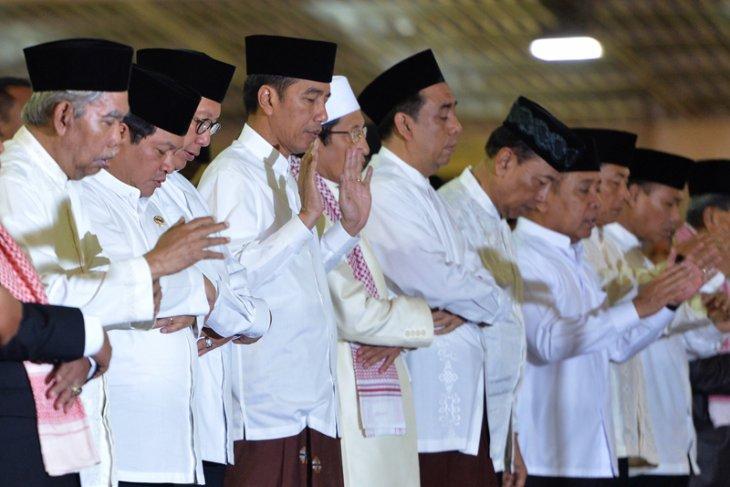 Presiden Salat Tarawih di Istiqlal