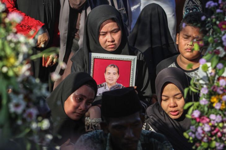 Pemakaman polisi korban teror Riau