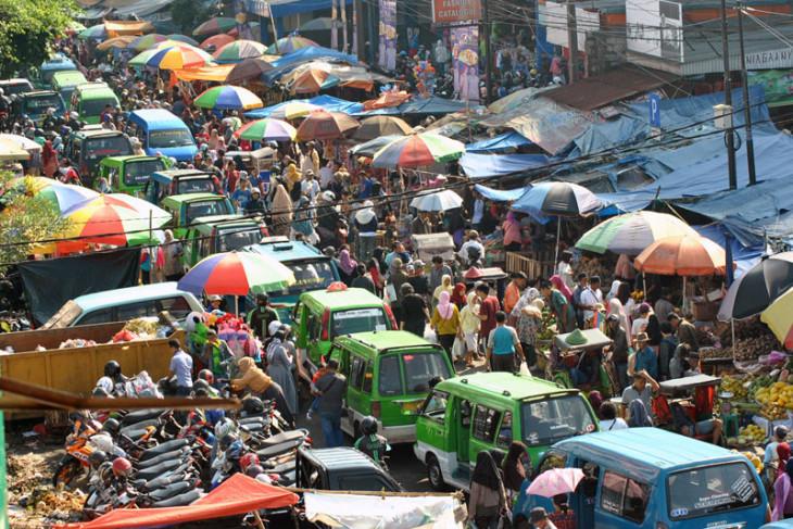 Kepadatan pasar jelang lebaran
