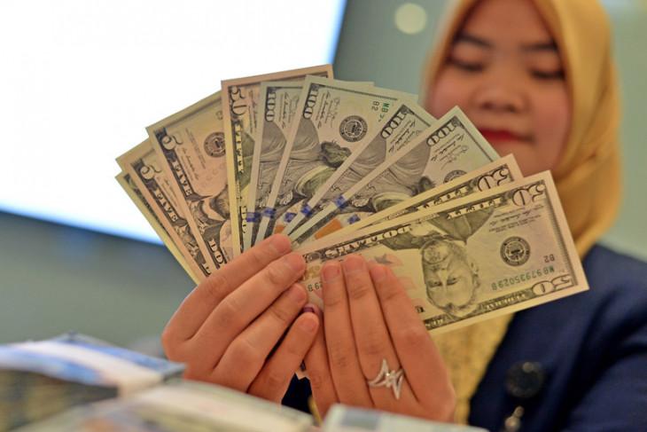 Dolar AS terus menguat di tengah meningkatnya ketegangan perdagangan