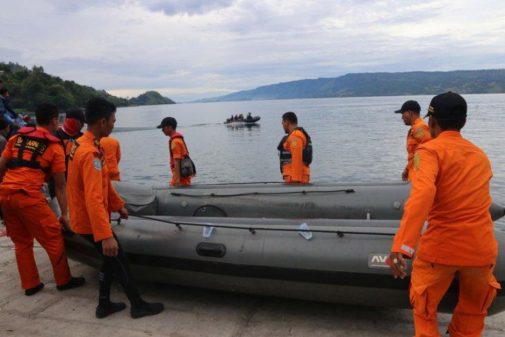 TNI kirim alat tentukan lokasi kapal tenggelam di Danau Toba
