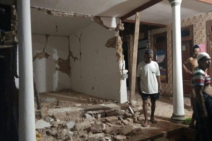 Puluhan bangunan di Sumenep rusak akibat gempa, tiga warga luka