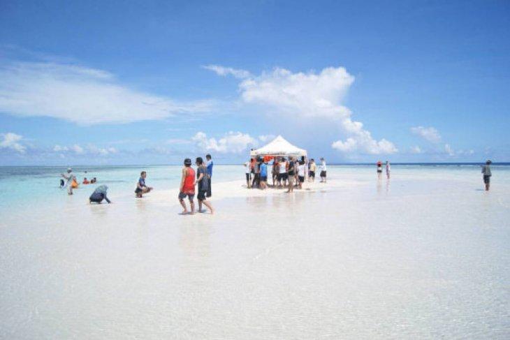 Pasir Timbul Destinasi Wisata Bahari Baru Manado Antara