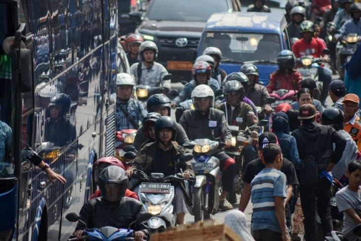 Pemudik bersepeda motor padati jalur mudik Sukabumi