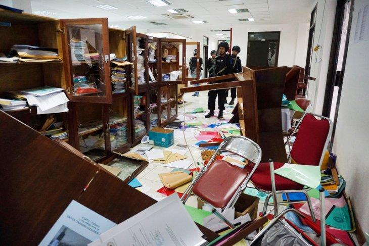 Kantor Dinas Pendidikan Mimika Dirusak
