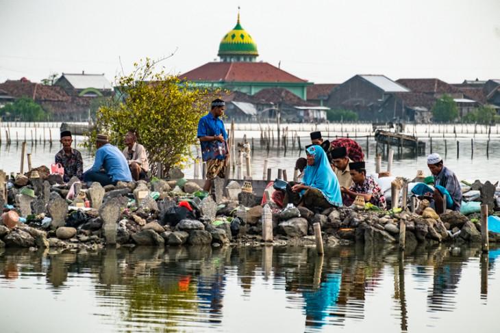 Tradisi Nyekar Jelang Lebaran