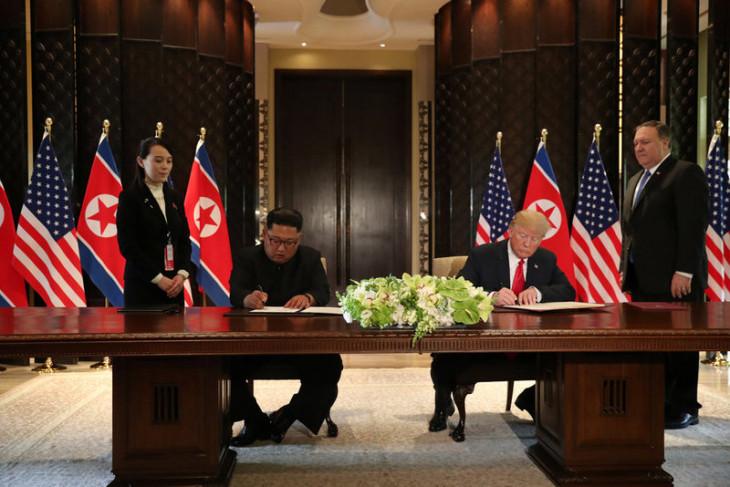 Akhiri pertemuan bersejarah, Kim dan Trump teken sebuah dokumen