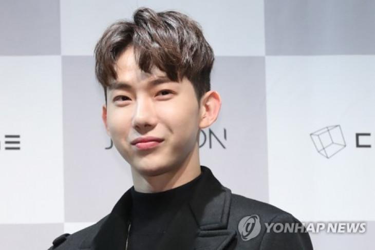 Jo Kwon 2AM mulai wajib militer bulan depan