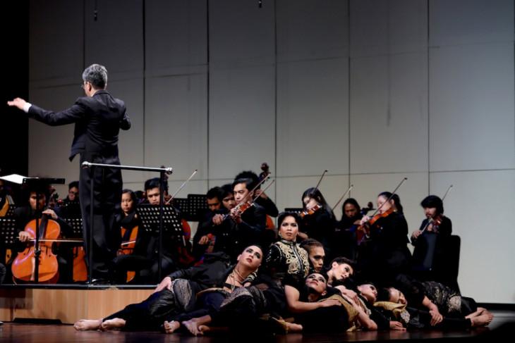 Hidung Belang dalam alunan orkestra