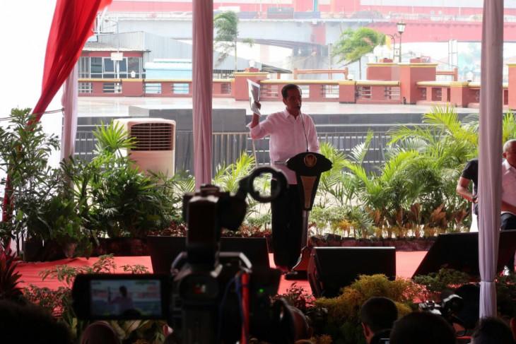Di Palembang, Presiden serahkan ribuan sertifikat tanah