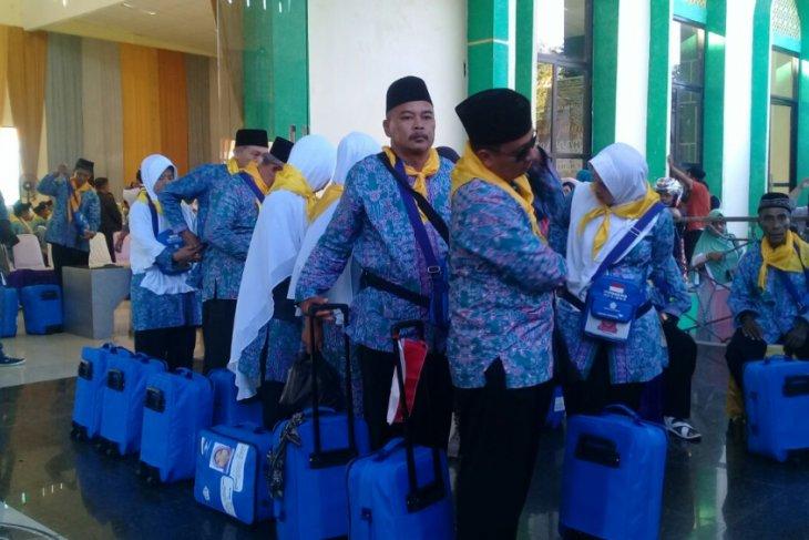 615 JCH Malut berangkat ke embarkasi Makassar