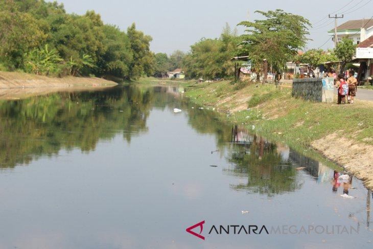 Bau limbah ganggu kegiatan belajar SD Karawang