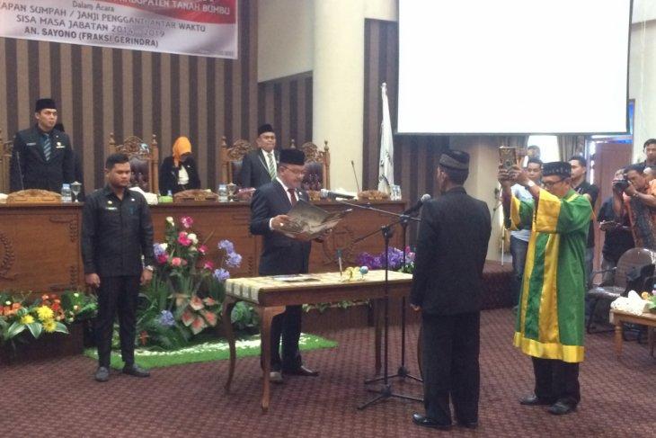 Ketua DPRD Tanah Bumbu lantik PAW Gerindra