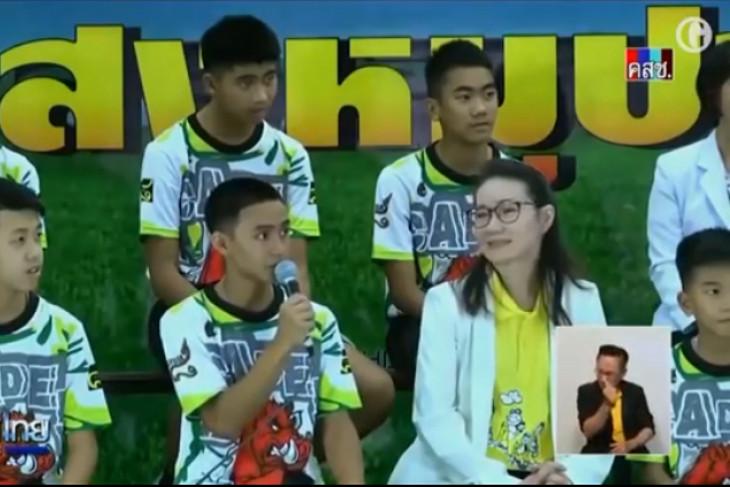 Remaja gua Thailand bangun tidur di rumah untuk pertama kali
