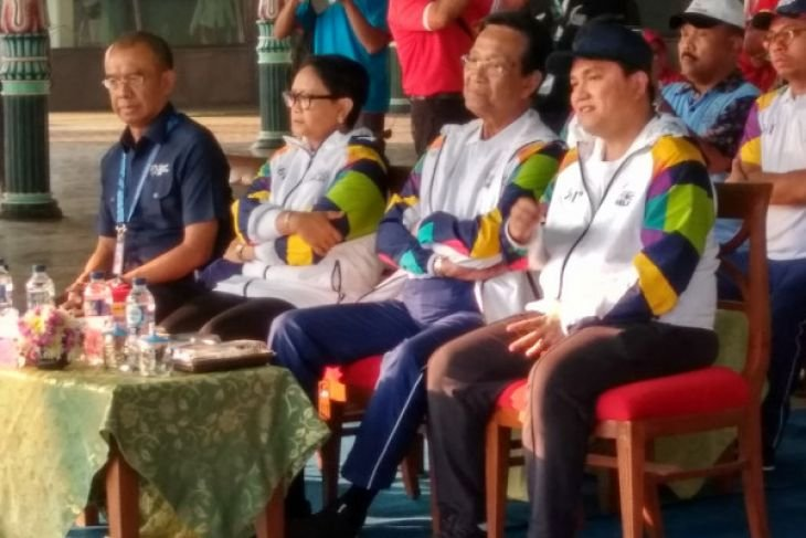 Menlu Retno pembawa obor pertama di Yogyakarta