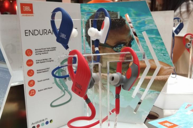 JBL rilis rangkaian earphone nirkabel untuk olahraga