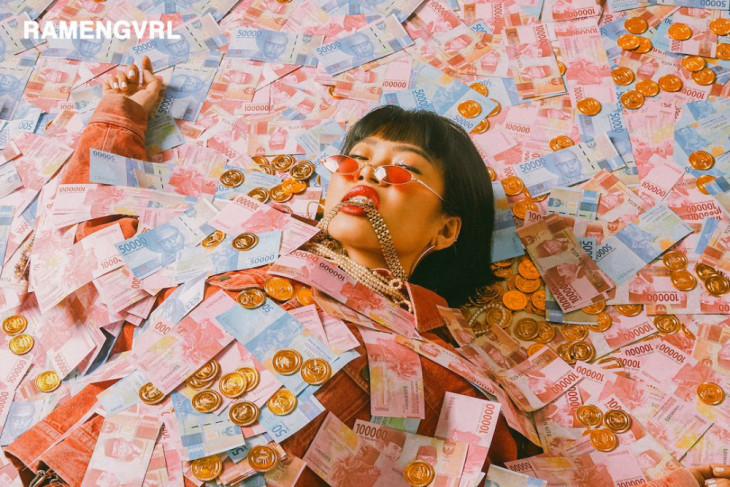 "Ramengvrl rilis single anthemic baru, ""CA$HMERE"""